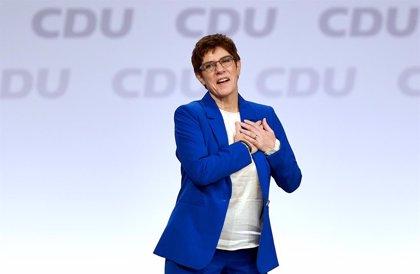 AMP.-Alemania.- Kramp-Karrenbauer lanza el guante a sus críticos en la CDU con el respaldo de la cúpula del partido