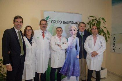 Más de 50 niños disfrutan de 'Frozen 2' el día de su estreno en el Hospital Virgen del Rocío de Sevilla