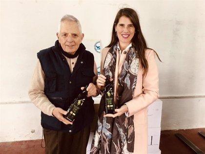 La Junta entrega 360 litros de Aceite de Oliva Virgen Extra al Banco de Alimentos Medina Azahara de Córdoba