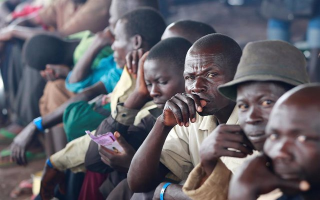 Personas en un campo de refugiados de ACNUR en Uganda