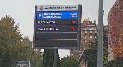 Los paneles informativos del Ayuntamiento de Valladolid muestran ya las plazas libres en parkings y en la ORA