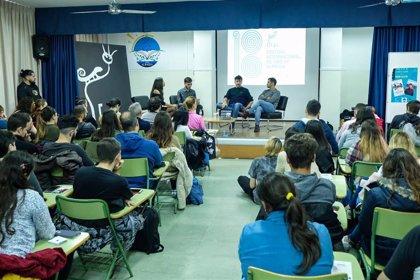 Ramón Salazar comparte con el alumnado del Albaida cómo realizó 'Piedras', su primer largometraje