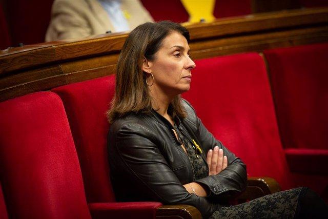 La consellera de la Presidència i portaveu del Govern, Meritxell Budó en el seu escó durant una sessió plenària del Parlament, a Barcelona /Catalunya (Espanya), 13 de novembre del 2019 (arxiu).