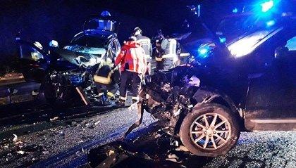 Dos fallecidos y tres heridos en una colisión frontal en Ostiz