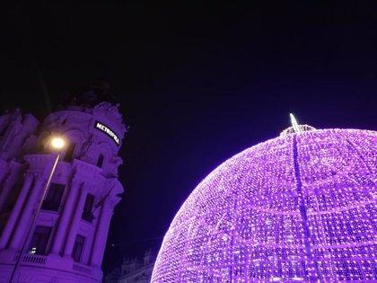 La Navidad ya engalana Madrid con más de diez millones de luces en forma de abetos, cadenetas y belenes