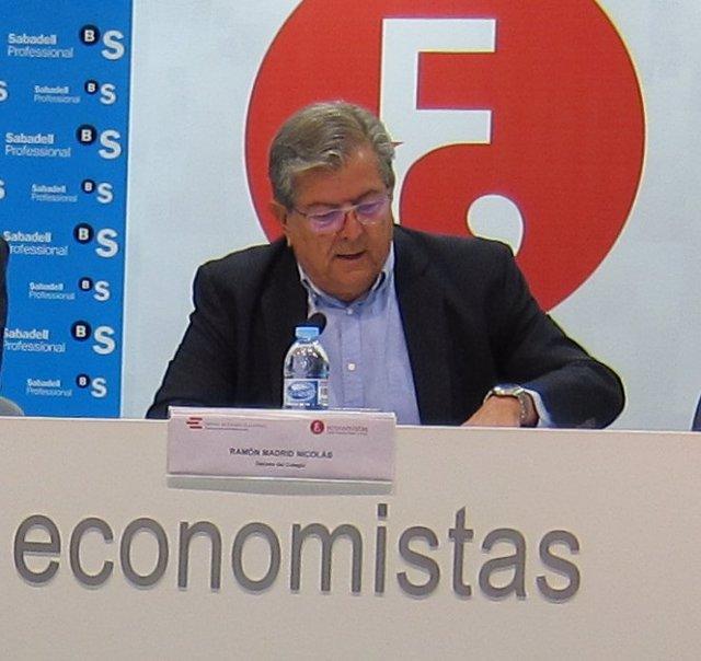 El decano del Colegio de Economistas de la Región de Murcia, Ramón Madrid