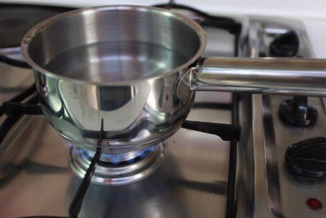 Gas, cuina de gas, flames, flama,  foc, fogó, fogons, gas natural, olla, olles.