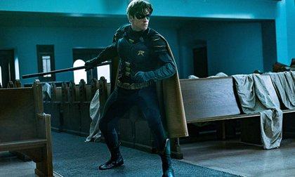 Titans: Dick Grayson se convierte en Nightwing en el tráiler final de la 2ª temporada
