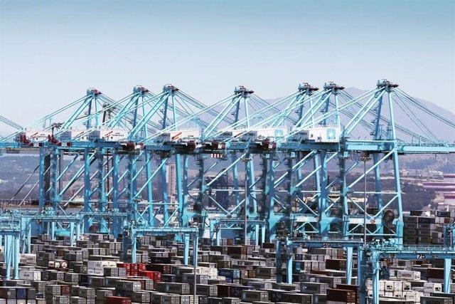 Els estibadors desconvoquen la vaga als ports