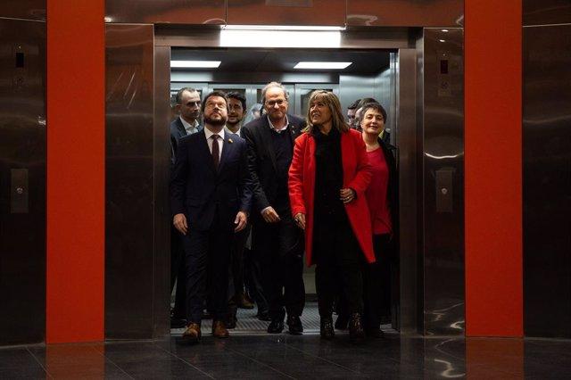 El president de la Generalitat, Quim Torra; el vicepresident de la Generalitat, Pere Aragons; el conseller de Territori i Sostenibilitat, Dami Calvet; l'alcaldessa de l'Hospitalet, Núria Marín, i la regidora de Mobilitat de Barcelona, Rosa Alarcón.