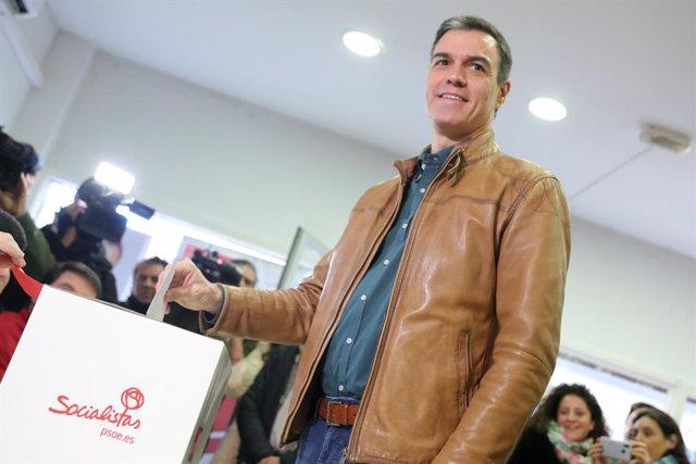El president del Govern en funcions, Pedro Sánchez, va votar en la consulta a la militància del PSOE sobre l'acord de Govern de coalició amb Podem, a Madrid (Espanya) a 23 de novembre de 2019.