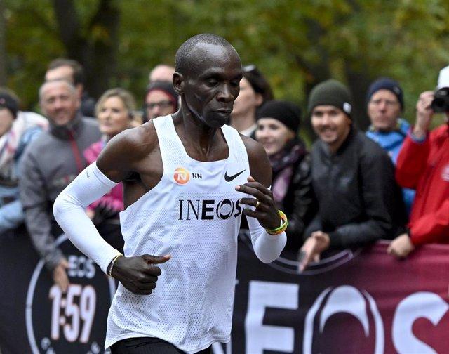 Eliud Kipchoge, en plena carrera de maratón.
