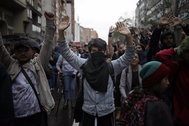 AMP.- Colombia.- Disturbios entre manifestantes y fuerzas de seguridad en Bogotá