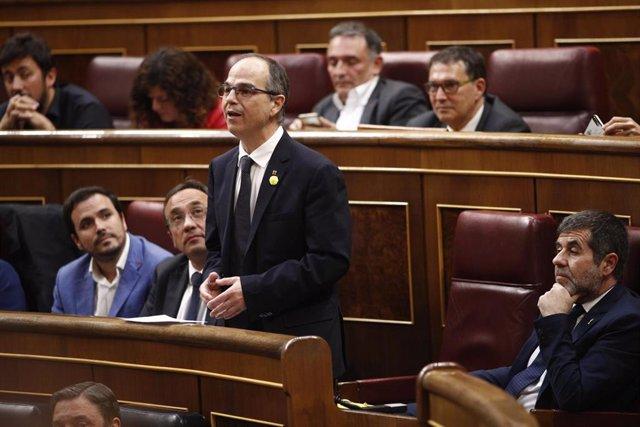 El diputado preso Jordi Turull interviene durante la sesión constitutiva del Congreso de los Diputados. A su izquierda, otro de los cuatro diputados presos, Jordi Sànhez.         (archivo)