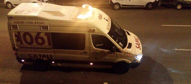 Ambulancia del SAMU 061 de Baleares durante un servicio de noche, recurso
