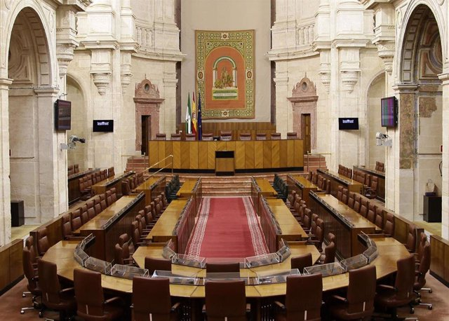 Salón de Plenos del Parlamento andaluz