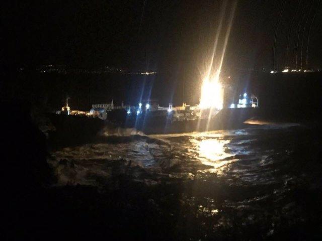 El buque Blue Star encallado en Ares (A Coruña)
