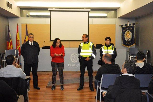 Reunión de la Policía Local de Palma con representantes de las grandes superfícies de la ciudad.