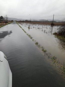 Carretera de la Diputación de Lugo afectada por inundaciones en Pobra do Brollón