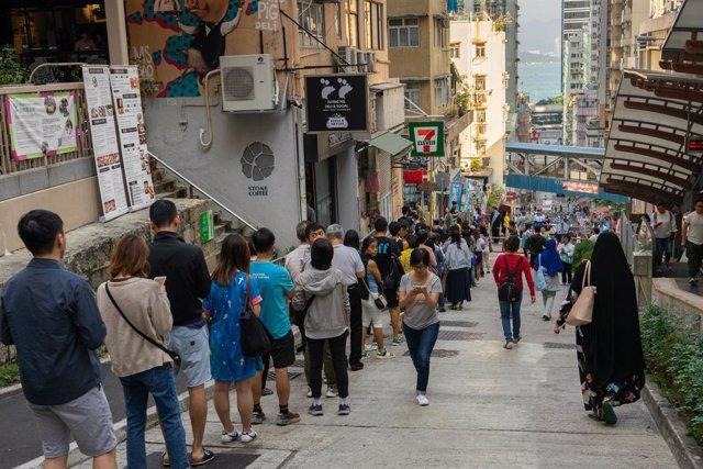 China.- Récord absoluto de participación en las elecciones locales de Hong Kong
