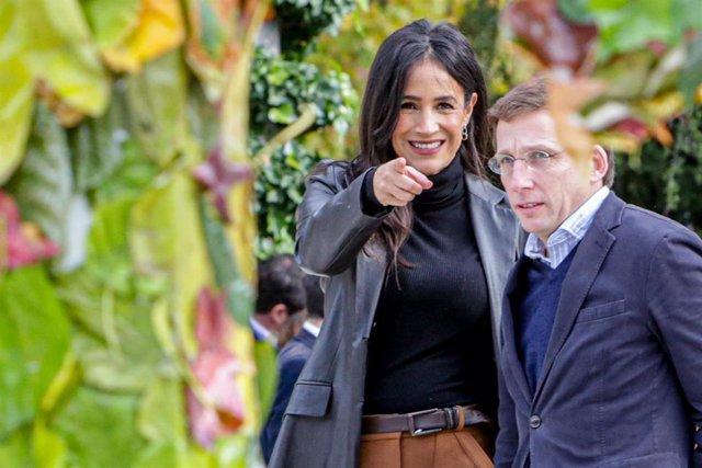 (I-D) La vicealcaldesa de Madrid, Begoña Villacís, y el alcalde de Madrid, José Luis Martínez-Almeida, participan en la presentación del programa de actividades Madrid Green Capital, en Madrid (España) a 24 de noviembre de 2019.