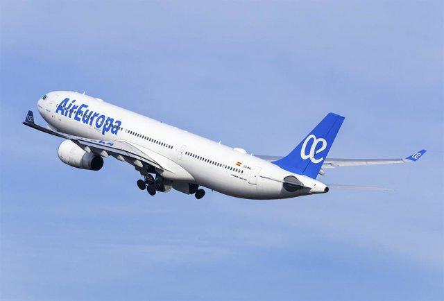 """Economía.-(AMP) Armengol tiene """"compromiso"""" de Air Europa e Iberia de que la compra no afectará al empleo y conectividad"""