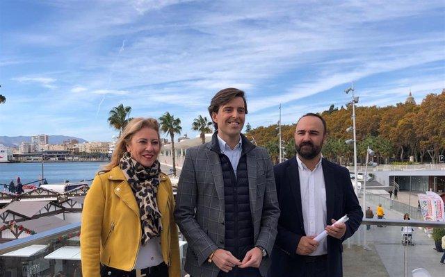 El vicesecretario de Comunicación del PP, Pablo Montesinos, con los diputados del PP Carolina España y Mario Cortés
