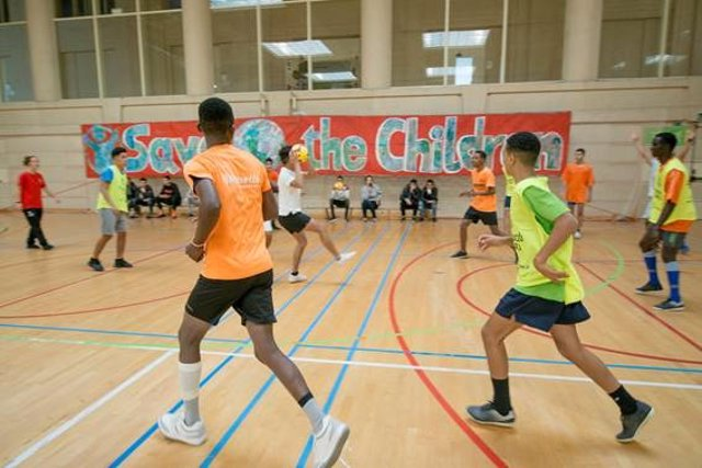 300 joves migrants no acompanyats participen en una jornada esportiva i cultural de Save the Children.