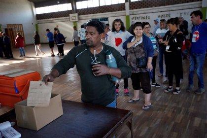Uruguay.- Comienza la votación en la segunda vuelta de las elecciones presidenciales de Uruguay