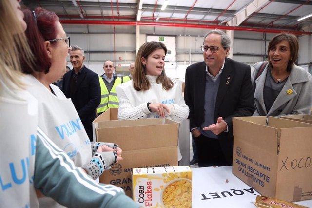 El president de la Generalitat, Quim Torra, visita la classificació d'aliments del Gran Recapte.