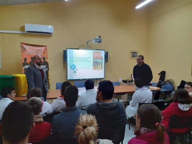 Flacema y el Grupo Cementos Portland Valderrivas imparten una jornada de respeto al medio ambiente en un colegio de Alcalá de Guadaíra
