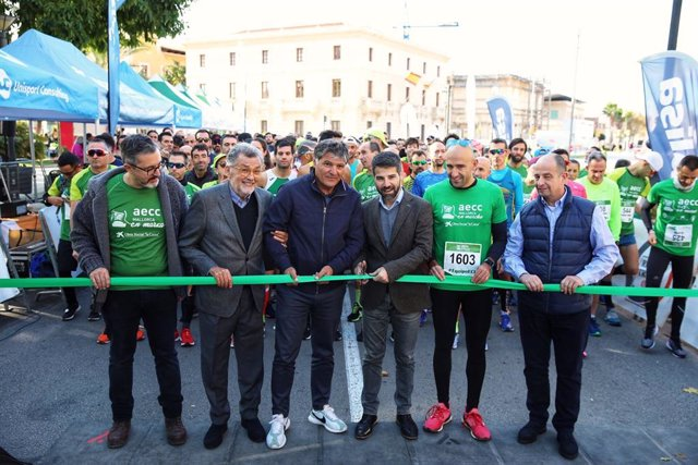 Toni Nadal, padrí de la carrera, ha donat el tret de sortida a l'Open de nou quilòmetres.