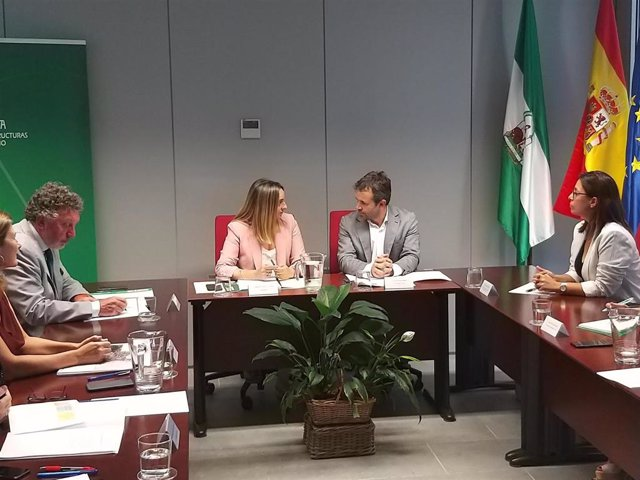 Marifran Carazo y el alcalde de Jaén reunidos para hablar del tranvía