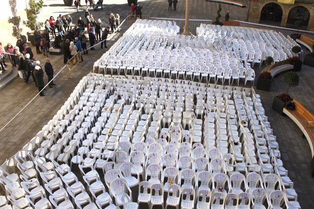Sillas vacías en homenaje a las mujeres asesinadas por violencia machista