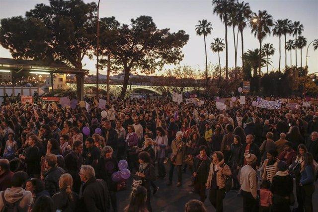 Manifestación convocada por el Movimiento Feminista con motivo del 8-M en Sevilla