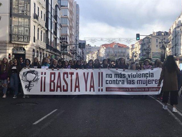 Cabecera de la manifestación por el 25N en Santander del año pasado (archivo)
