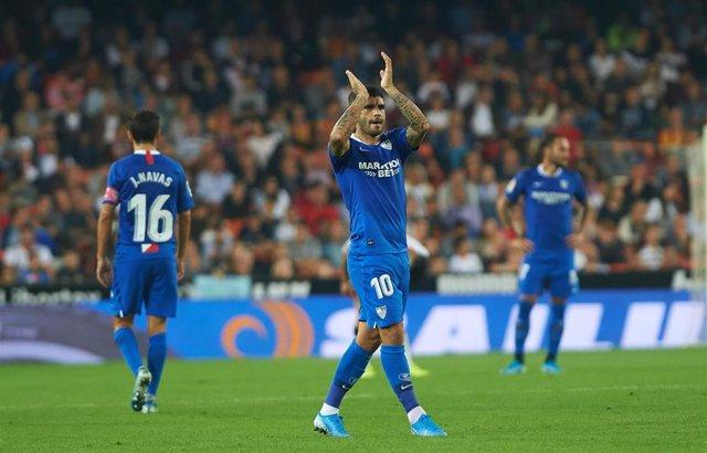 Éver Banega celebra un triunfo del Sevilla FC.