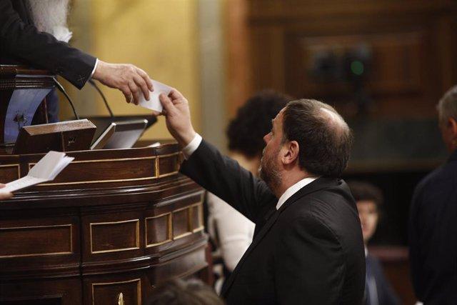 L'exvicepresident de la Generalitat, Oriol Junqueras (ERC) assisteix a la votació de la Presidència i dels membres de la Mesa del Congrés durant la sessió constitutiva de la nova cambra baixa (arxiu)