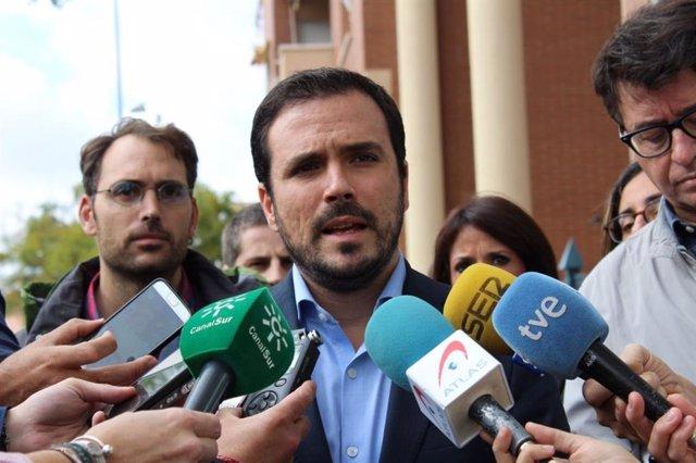 Alberto Garzón atén els periodistes a Còrdova (arxiu)