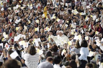 """Vaticano.- El Papa aboga ante víctimas de Fukushima por tomar """"decisiones valientes"""" sobre """"futuras fuentes de energía"""""""