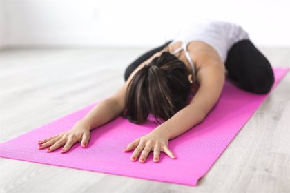 El yoga y la fisioterapia ayudan a tratar alteraciones del sueño y el dolor de espalda