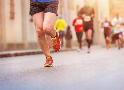 El pie es más largo y ancho tras un maratón