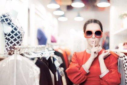 ¿Qué enmascara un adicto a las compras?