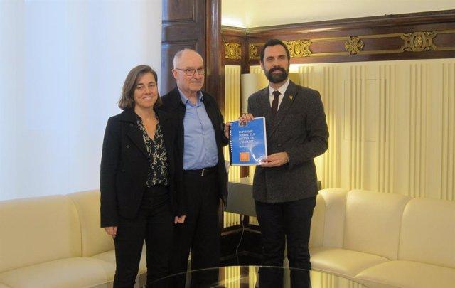 El president Roger Torrent rep l''Informe sobre els drets de l'infant 2019' de Rafael Ribó i Maria Jesús Larios.