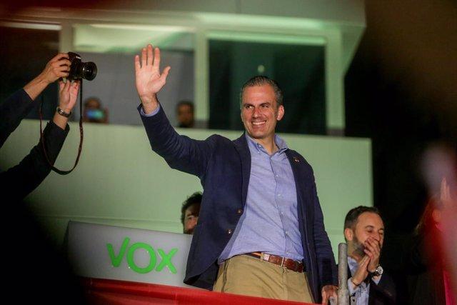El número dos de Vox al Congrés per Madrid, Javier Ortega Smith celebra els bons resultats obtinguts en les eleccions, a la seu de Vox a Madrid (Espanya), 10 de novembre del 2019.