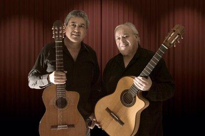 Roberto Mercado y Óscar Domínguez homenajean al poeta Félix Dardo Palorma en un concierto en el OCIb en Huelva