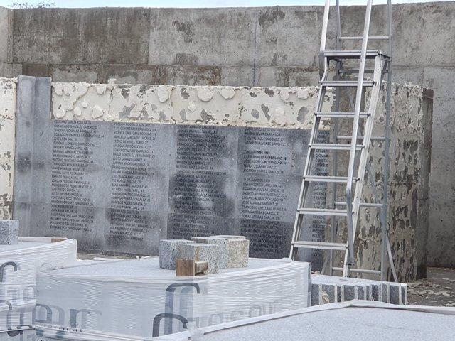 Ayuntamiento unificará reconocimiento a víctimas de ambos bandos en Memorial de la Almudena y retira placas con nombres