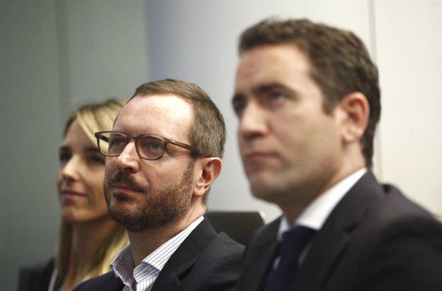 Cuatro parlamentarios del PP entran en Venezuela invitados por Guaidó para denun