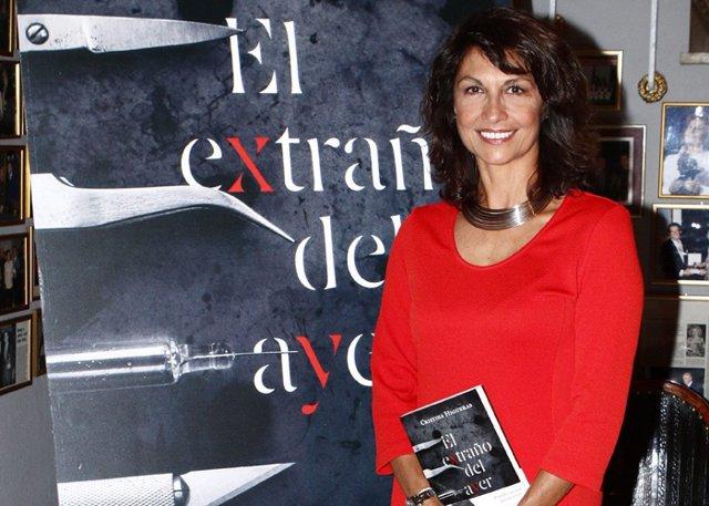 Cristina Higueras en la presentación de su novela 'El extraño del ayer'.