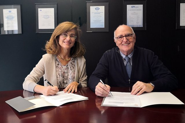 Beatriz Rivera, directora general de ENAC y el Dr. Rafael Calafell, presidente de AEFA.